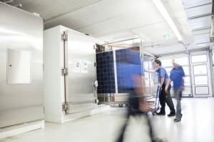 Klimakammern_fuer_Umweltsimulationen_bei_Solarmodulen_ZoomImagelarge_TÜV